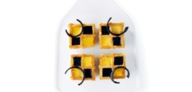 Gaufre, glace noir de réglisse et sorbet orange.