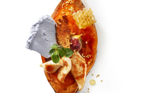 Tranche de patate douce sautée, poulet caramélisé, glace Miel lavande, pain d'épices rôti...