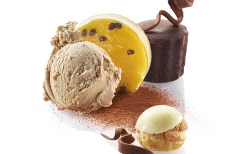 Mignardises de fin d'année : Mi-cuit cannelé, Palet chocolat passion, Choux vanille grand...